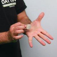 A mano abierta