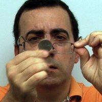Moneda en las gafas